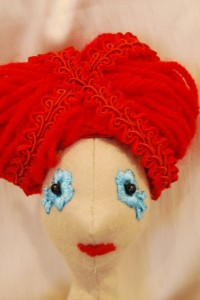 Leonóra vörös feltűzött