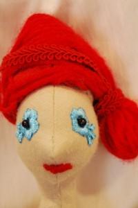 Leonóra vörös  kontyos