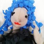 kék bogyós hajú