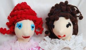 barátnők vörösen és barnán